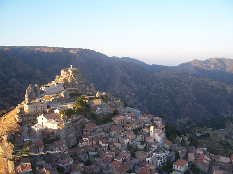 reggio di calabria buddhist singles Zungri settlements, calabria is dotted with caves used as hermitages and monasteries that testify to a particular model of  (single celled)  reggio di calabria .