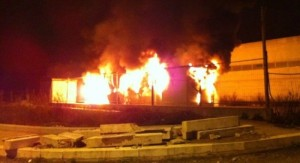 incendio container notte