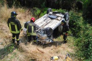 incidente-macchina-scarpata