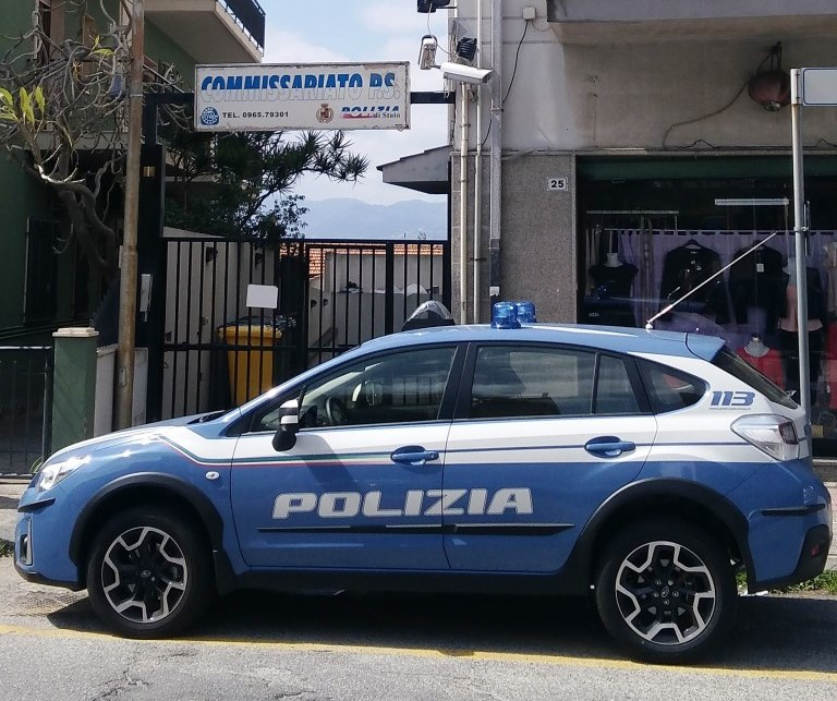 In A1 con 8 kg di cocaina nascosti in auto: arrestati