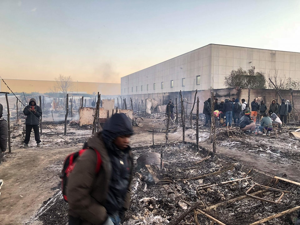 Migranti: incendio in tendopoli, un morto e due feriti